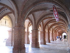 240px-Montauban_arcades_place_Nationale